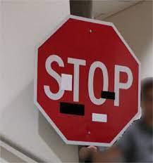 Stoppschild überklebt